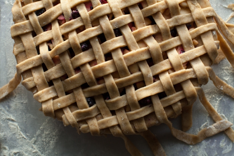 caramel-apple-blackberry-pie8