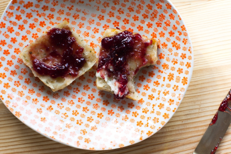 fontina-chive-biscuits-and-jam-lemonfirebrigade-