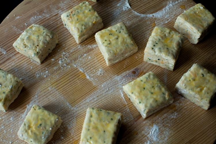 fontina-chive-biscuits-